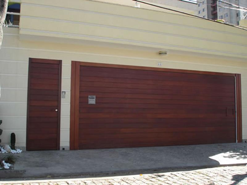Portão Automático de Madeira x Portão de Ferro